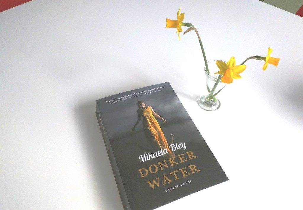 donker water boek