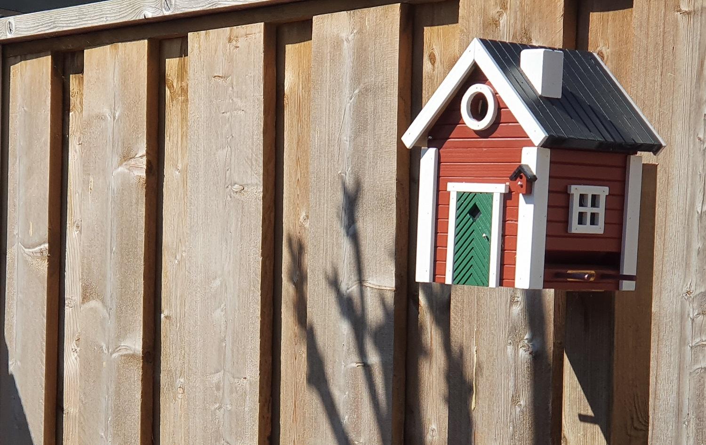 zweeds vogelhuisje en voerhuisje