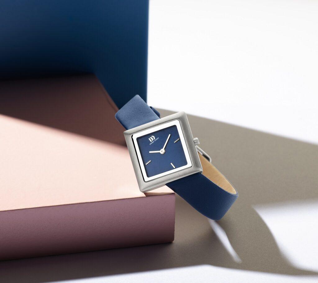 Tilt horloge van Danish Design